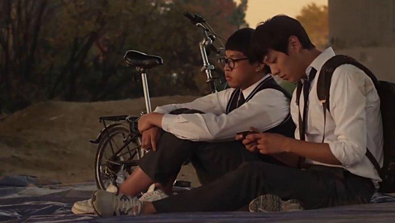 在基澤被霸凌時,永俊總是會陪在他身邊、幫他出頭。(圖/愛奇藝提供)
