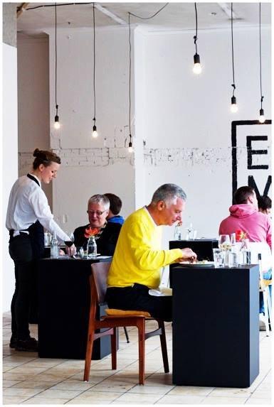荷蘭單身餐廳EENMAAL(圖/Eenmaal@facebook)