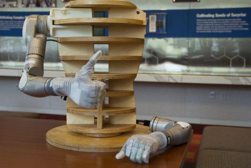 「義肢革命計畫」經歷了8年的研發,在2014年獲得FDA批准,「路克」仿生手臂終於進入生產準備。(DARPA)
