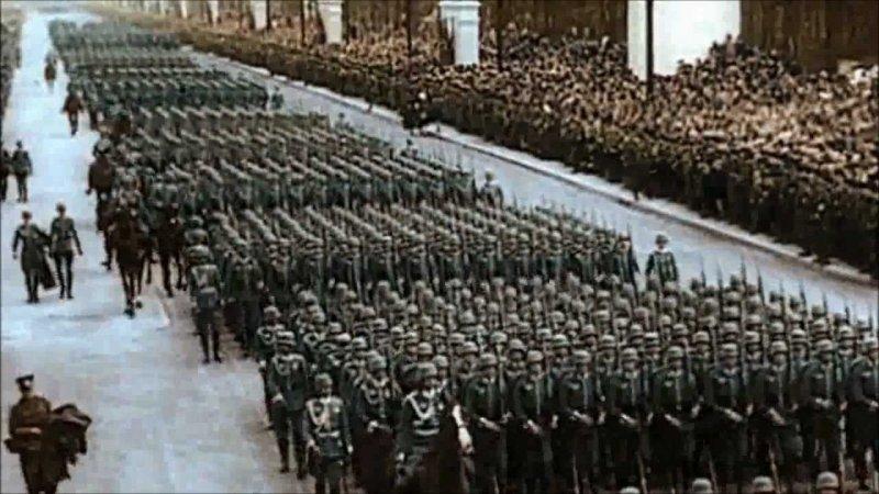 二戰時期納粹以磅礴氣勢、壯盛軍容作為宣傳。(YouTube)