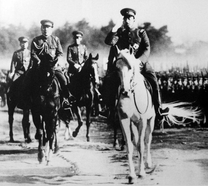 1938年昭和天皇巡視陸軍照片。(圖/維基百科公有領域)