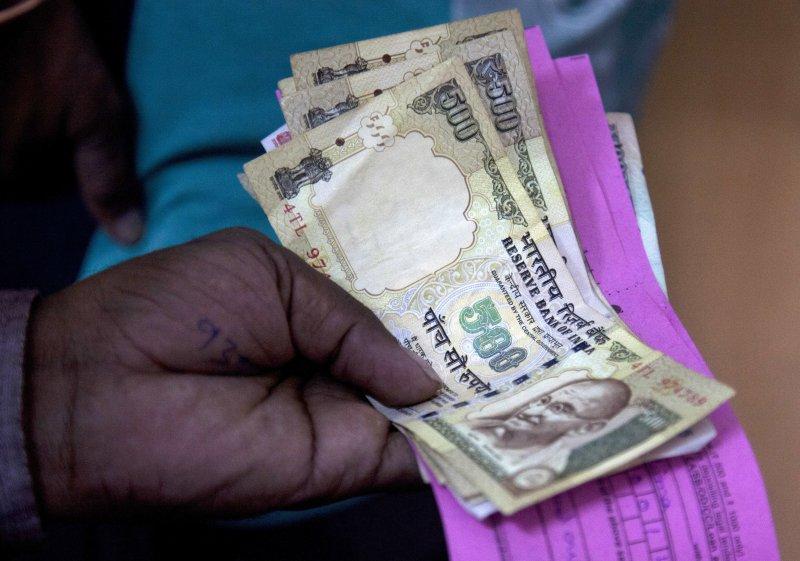 印度總理莫迪突然宣布廢除大面額紙鈔,衝擊國內經濟。(美聯社)