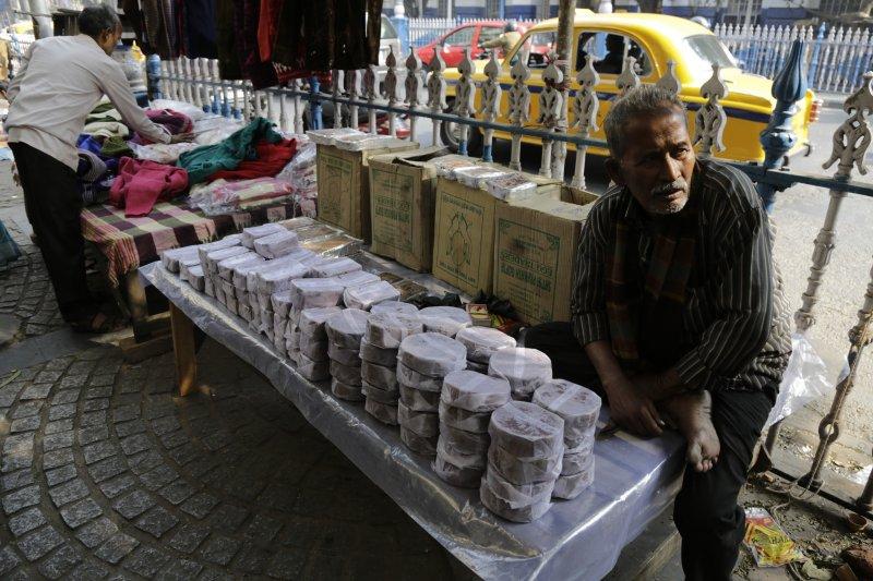 印度總理莫迪突如其來的廢鈔政策令經濟停滯,底層勞工生計陷入困境。(美聯社)