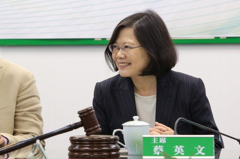 20170104-總統蔡英文4日出席民進黨中常會前青年菁英入黨記者會。(顏麟宇攝)