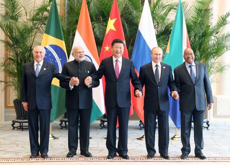 金磚國家領導人非正式會晤2016年9月4日在杭州舉行,中國國家主席習近平、印度總理莫迪、南非總統祖馬、巴西總統特梅爾、俄羅斯總統普京出席。(新華社)
