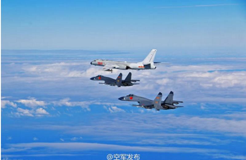 遠海訓練的主體是最上方的轟-6K轟炸機,下方2架蘇-30戰機擔任護航。