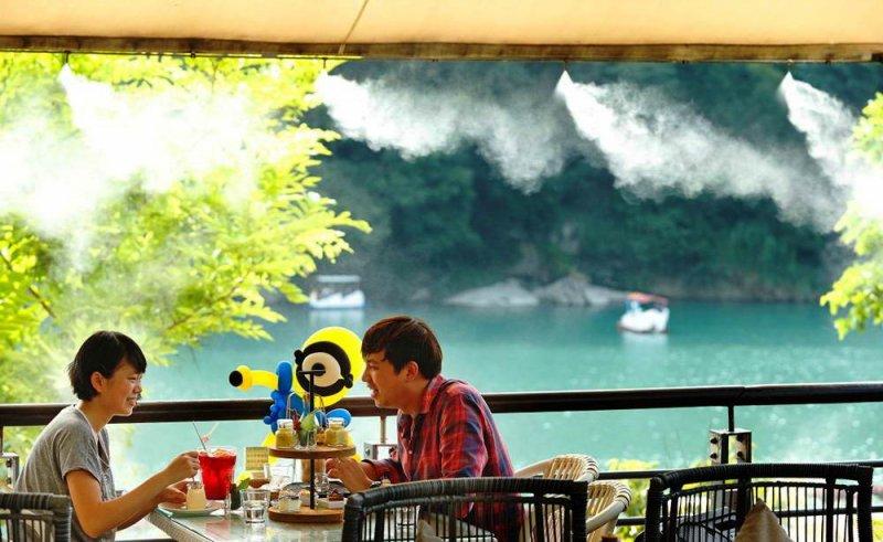 泡湯後來個午茶,享受碧潭山林間靜謐的林間低語。(圖/水灣碧潭店提供)