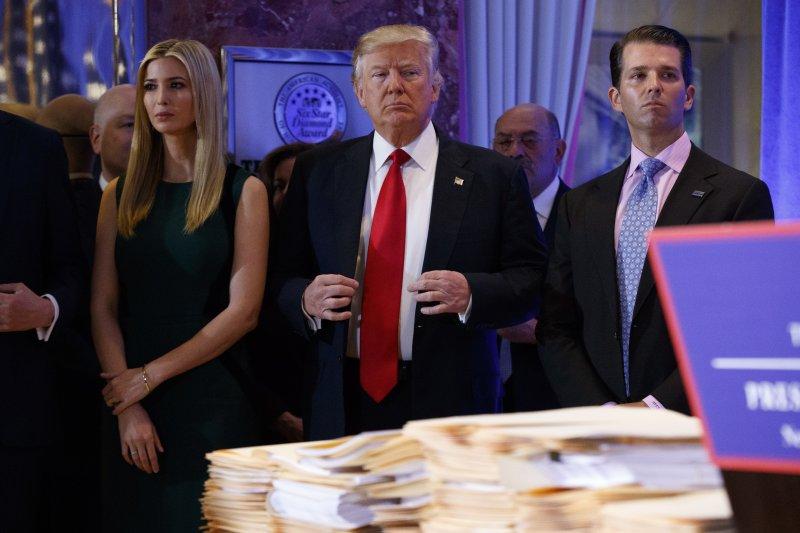 川普宣布會將企業交給兒子經營,但不會交付秘密信託。(美聯社)