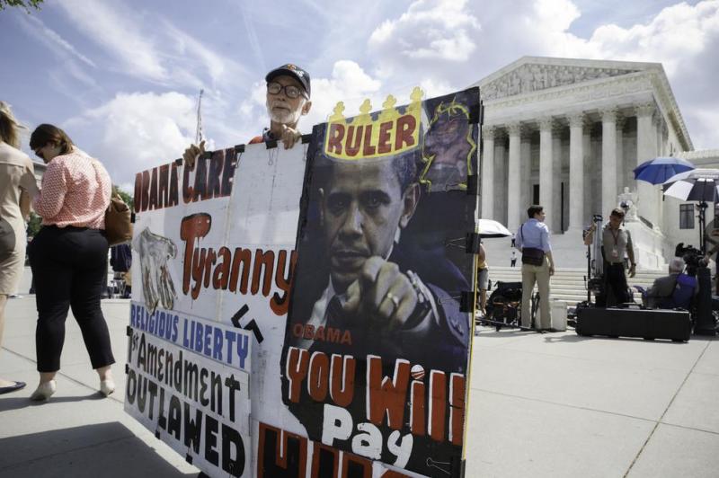 抗議歐巴馬健保的民眾。(美聯社)