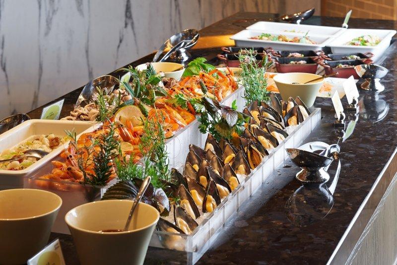 為了好好犒賞客人挑剔的味蕾,加碼提供更豐富的主餐,而且套餐總道數也隨之增加。(圖/台北萬豪酒店提供)