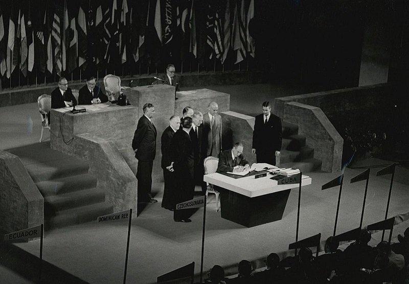 1951年9月8日簽署舊金山和約。(維基百科)