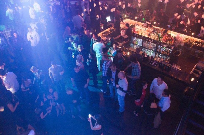 女性、夜店、撿屍、醉酒。(取自flicker@qJake)