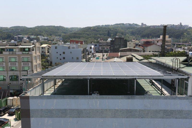 自宅安裝太陽能專法出爐!減少一個半月申請時間。林智堅市長:推動太陽光電「第三枝箭」。(新竹市政府提供)