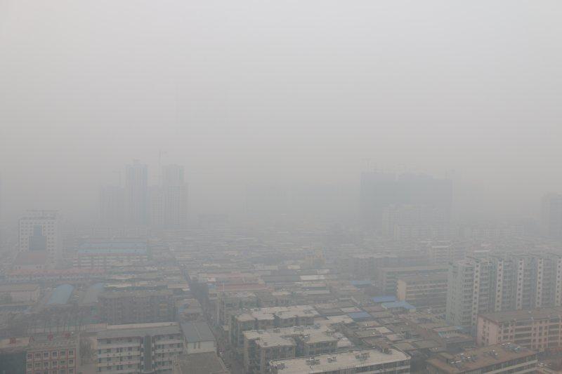 山西臨汾被霧霾籠罩(新華社)