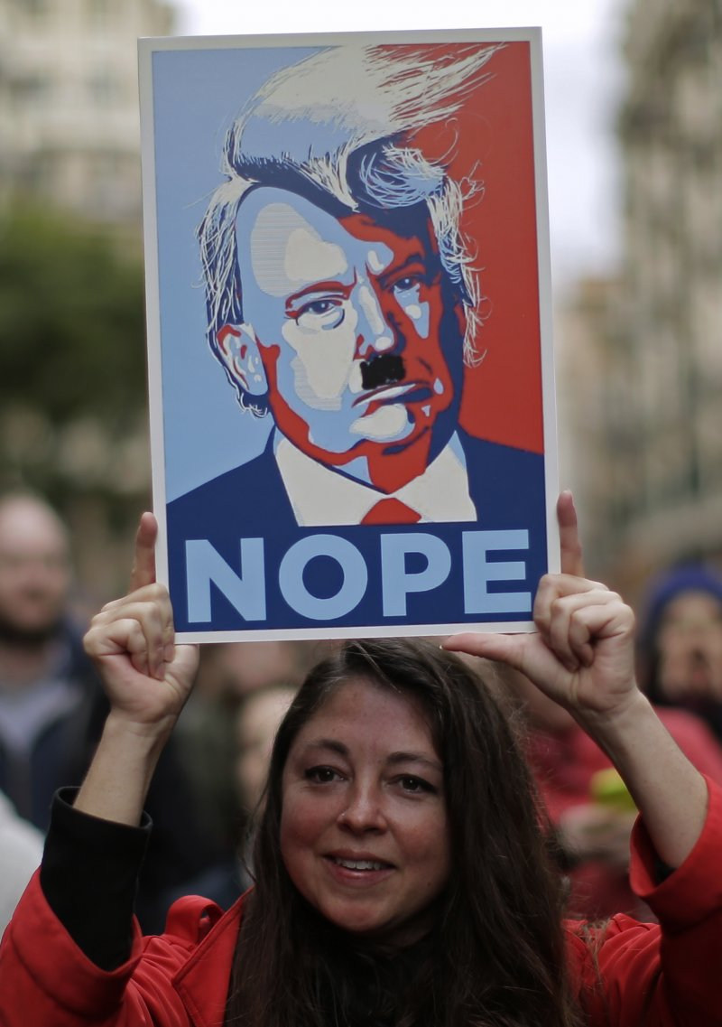 西班牙女性走上街頭聲援「女人向華盛頓進軍」(Women's March on Washington)(AP)