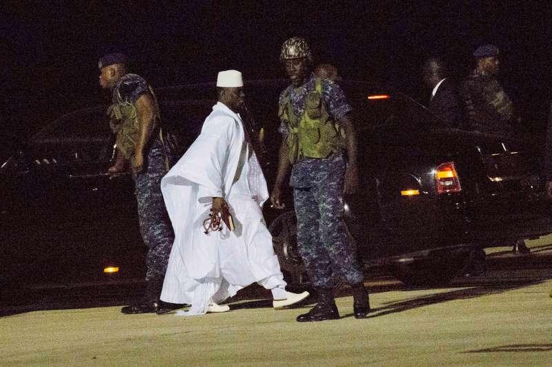 甘比亞爆發政治危機,獨裁強人賈梅(Yahya Jammeh)下台(AP)