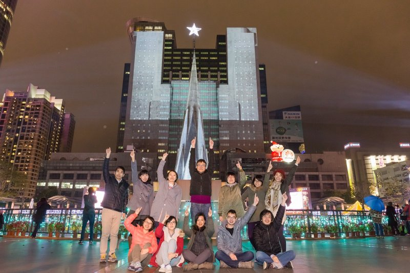 新北歡樂耶誕城從無到有的過程中,朱立倫最大的角色,其實就是支持年輕人創新。(圖/新北市政府觀光旅遊局提供)