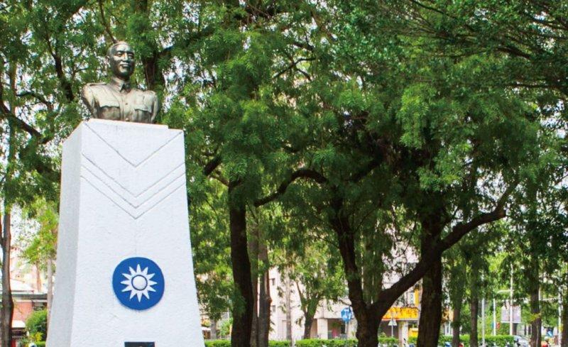 2017-01-25-中興大學校園內的蔣公銅像-蔣介石-取自中興大學網站