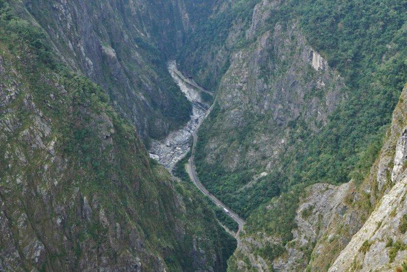 20170126-太魯閣國家公園,由錐麓古道俯瞰中橫公路。(盧逸峰攝)