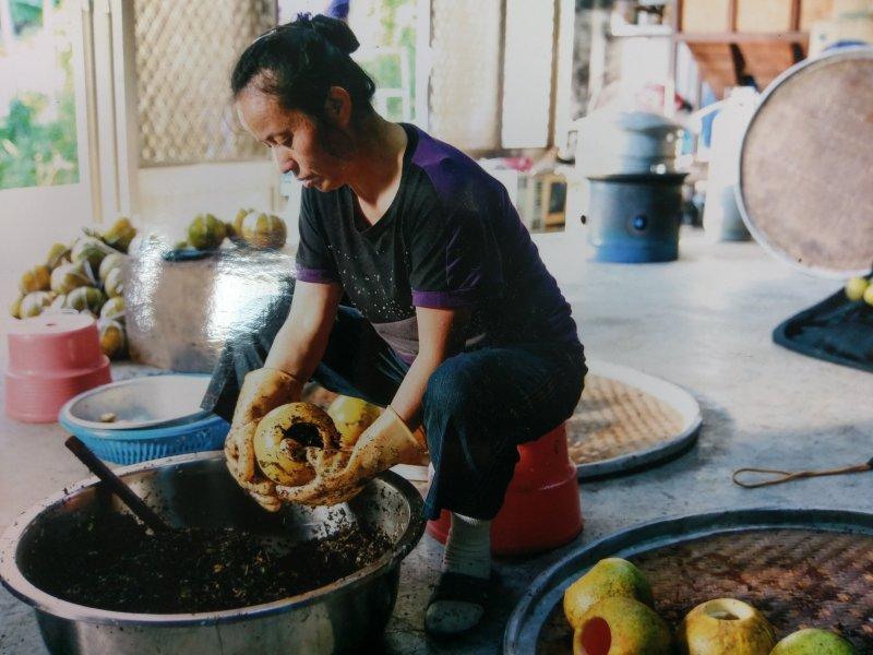 柚子茶的製作過程。(天芳茶園提供)