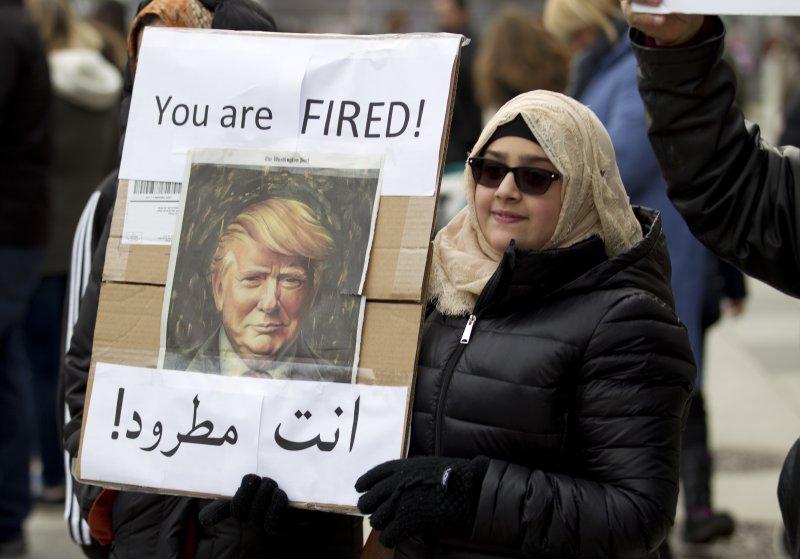 川普簽證禁令被批針對穆斯林,全美各大機場湧入抗議人潮。(美聯社)