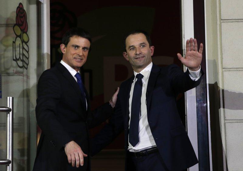 法國前教育部長阿蒙(右)擊敗前總理瓦爾(左),代表左派參選總統。(美聯社)