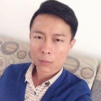 與邱惠美親密合照的中國籍男子是上海人,臉書「愛大神」中有許多個人自拍。(取自愛大神臉書)