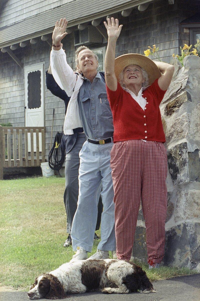 前美國總統老布希和夫人芭芭拉感情相當好。(美聯社)