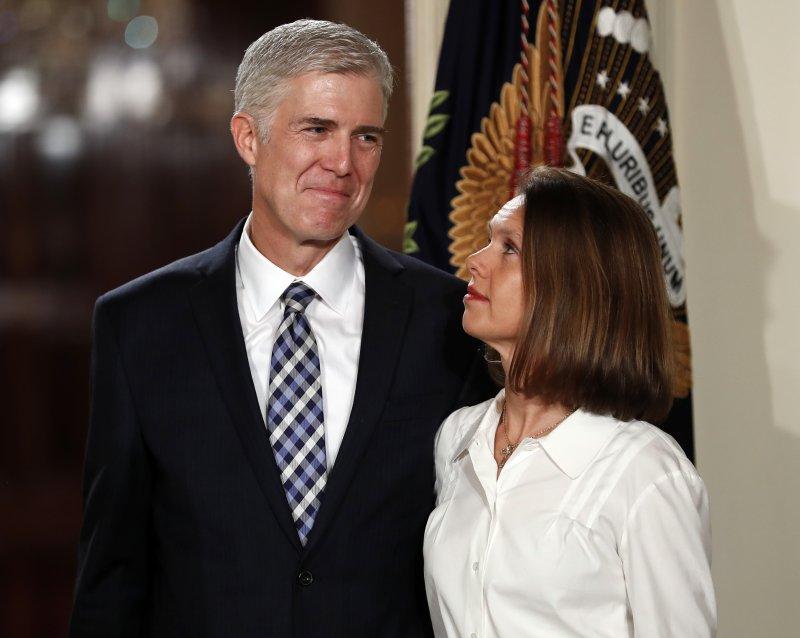 葛薩奇與妻子露意絲一同出席大法官提名宣布記者會。(美聯社)
