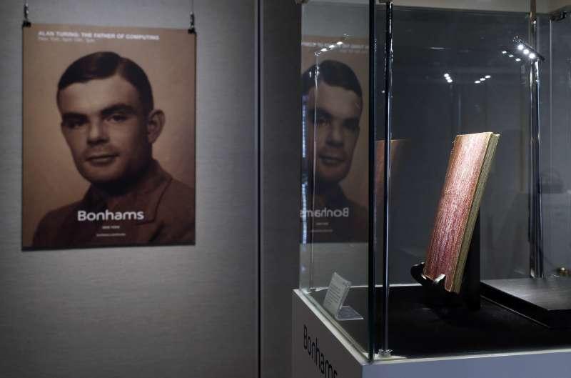 英國數學家圖靈因同性戀傾向遭到迫害。(美聯社)