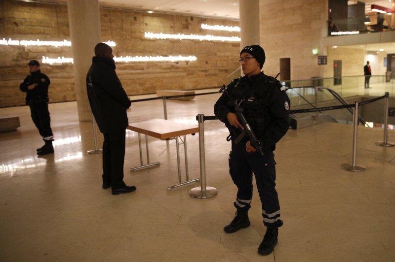 攻擊事件發生在羅浮宮入口附近。(美聯社)