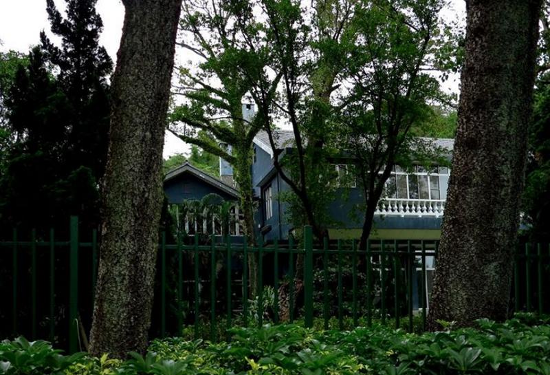 這座掩映在綠蔭深處的小樓房,是蔣介石最後的棲身之處。(胡發雲提供)