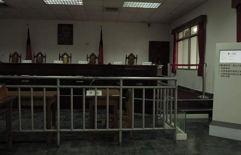 這間審判廳,見證過台灣許多重大事件和重要人物。(胡發雲提供)