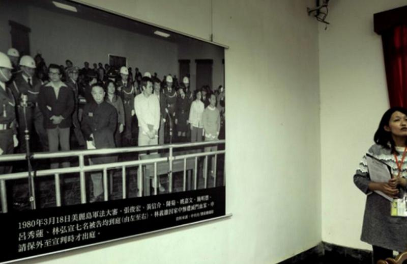 """「""""美麗島大審」,是專制與民主的最後一次大較量。從此之後,暴力與血腥漸漸退場。(胡發雲提供)"""
