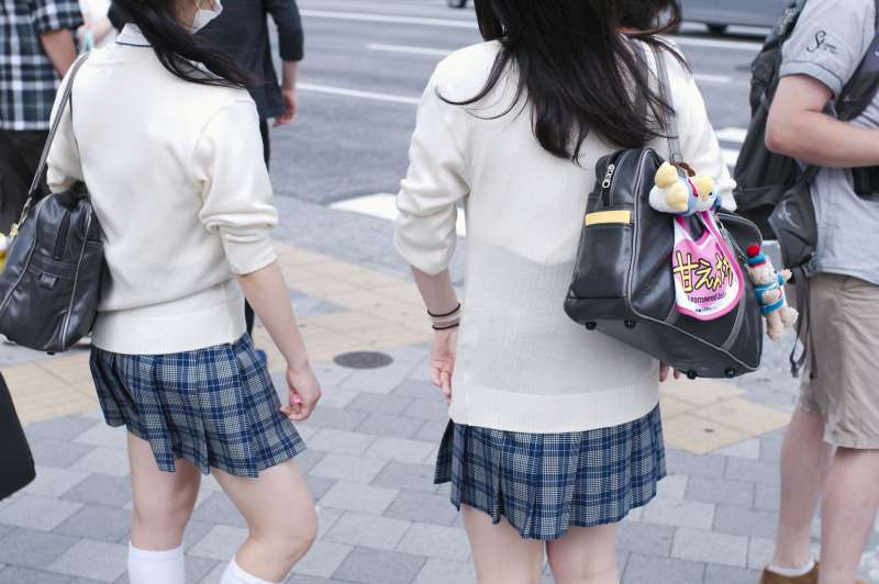 不管天氣多冷,就是會有勇者只穿短袖、短裙出門啊!(圖/RyoFUKAsawa@flickr)