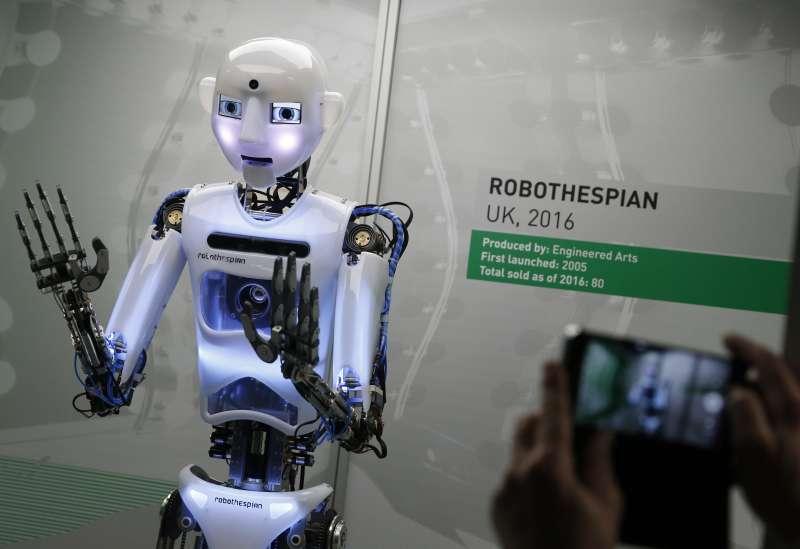 英國倫敦的科學博物館本月起舉辦機器人展覽,這是英國研發的真人大小機器人(AP)