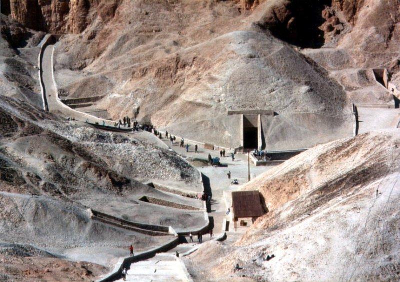 圖坦卡門之墓位於帝王谷的外觀。(圖/ Peter J. Bubenik@wikipedia)