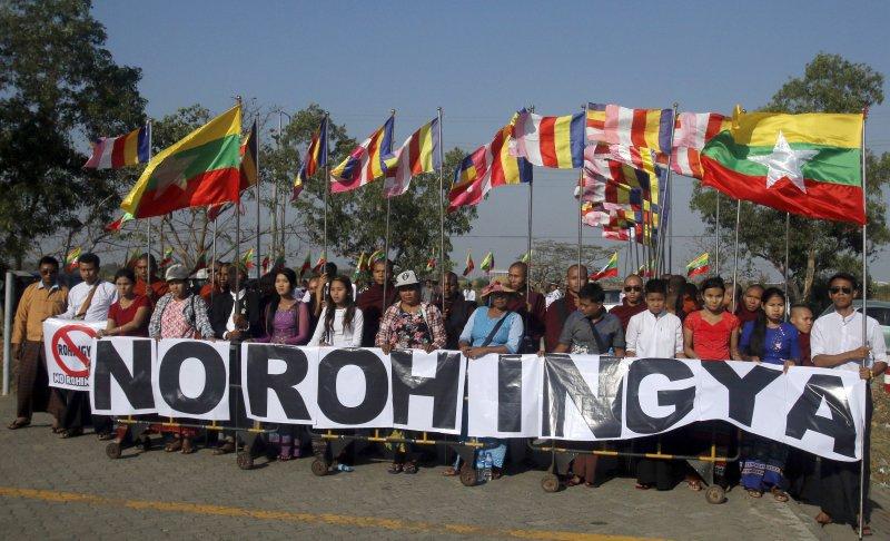 馬來西亞向緬甸運送援助羅興亞人的物資,但遭到當地佛教徒抗議。(美聯社)