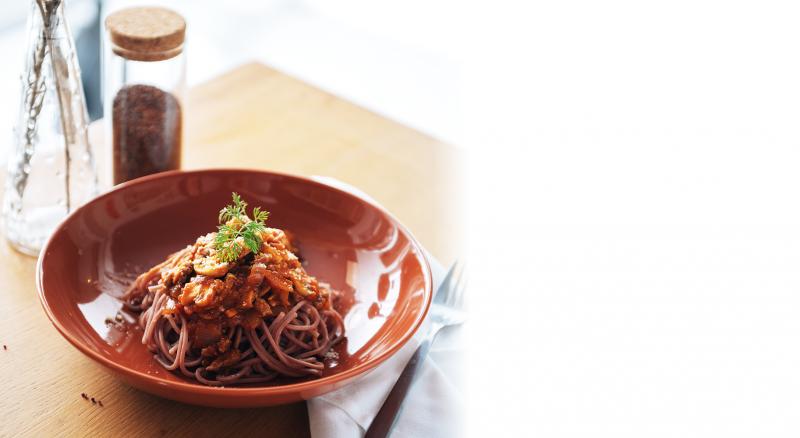 紅藜蕃茄肉醬拌麵。(取自信豐農場網站)