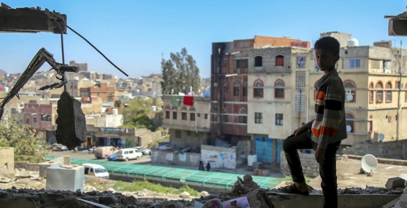 葉門內戰將屆2年,數十萬兒童瀕臨餓死,國際聯軍經常空襲平民。(圖/AI)