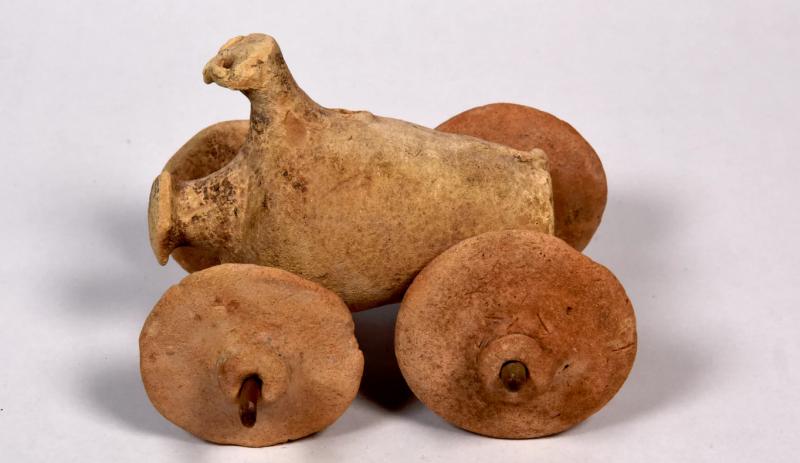 威尼斯雙年展首次出現伊拉克文物展,圖為巴比倫王國時期的戰車陶土像。(圖/The Ruya fundation)
