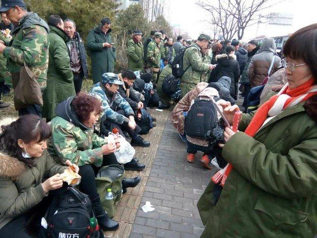 中國退役軍人上訪中紀委,要求落實退撫條例。(圖/自由亞洲電台)