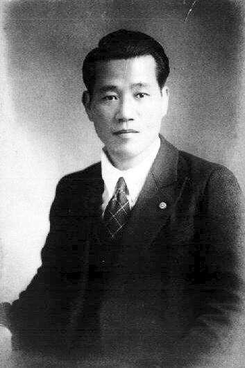 湯德章用台語吶喊「我身上流有大和魂之血」、用日語高呼「台灣人,萬歲」後,就伴隨三聲槍響,如巨木般直直倒下過世,就連死的時候也是個漢子。(圖/wikimedia commons)