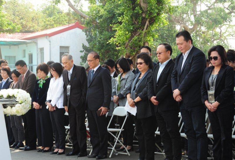 行政院長林全至高雄參加二二八事件70週年紀念活動,與高雄市長陳菊、前台大教授彭明敏一同出席。(行政院提供)