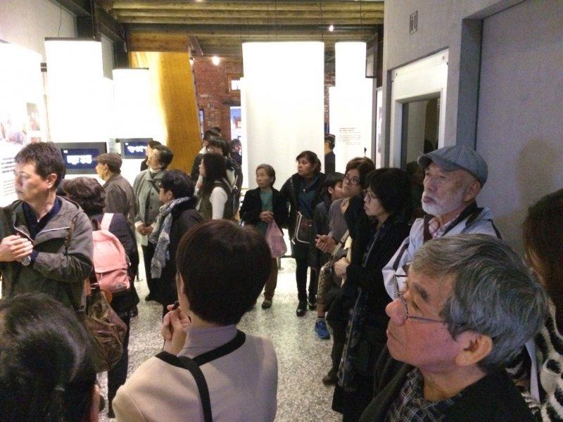 沖繩228受難者家屬代表團參觀阿嬤家。(婦援會提供)