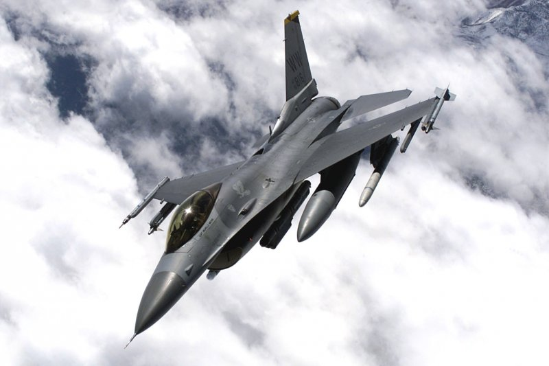 美國空軍F-16戰鬥機。(圖/維基百科公有領域)