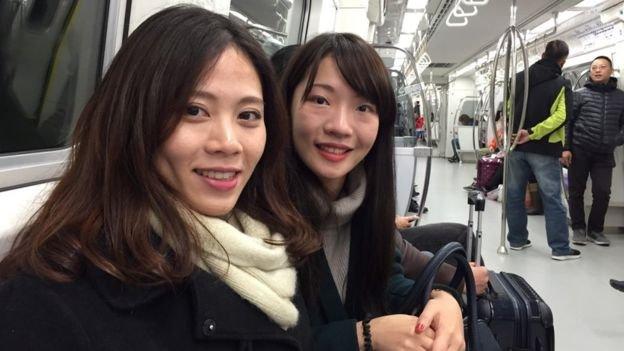 來自桃園的施女士與陳女士,認為以後去台北多了更方便選擇。(圖/ 劉子維攝,BBC中文網提供)