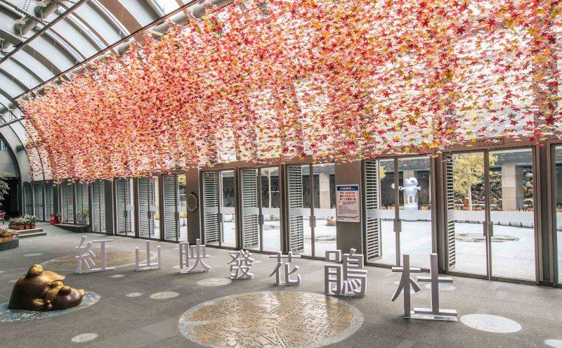 大安森林公園站《春心。杜鵑》作品展。〈取自北捷官網〉