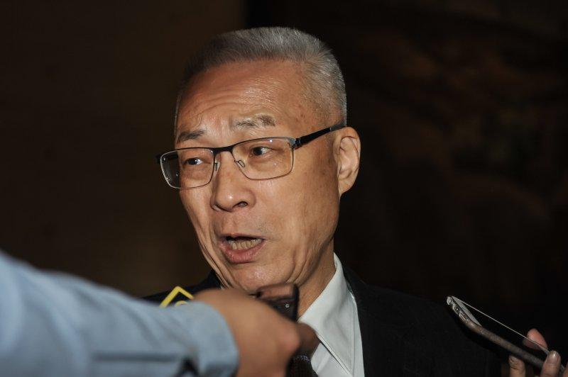 20170304-前副總統吳敦義出席台北市屏東同鄉會會員大會,並接受媒體訪問。(甘岱民攝)