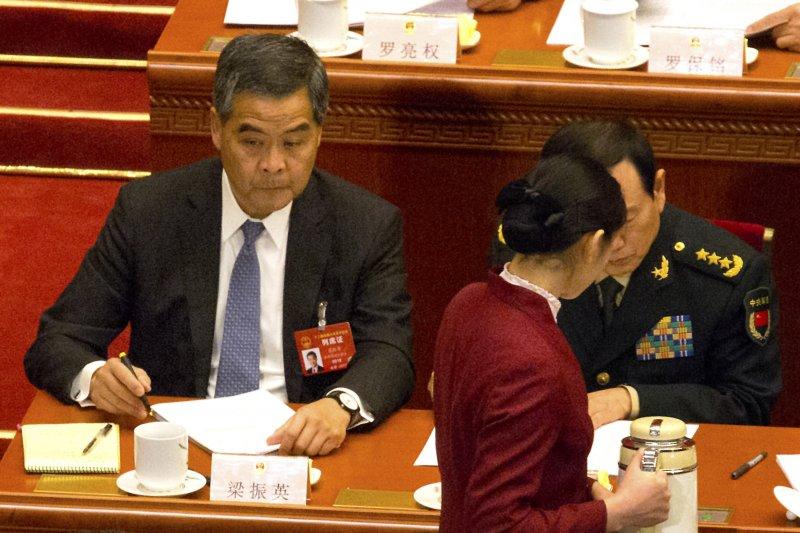 2017年中國「兩會」(全國人民代表大會、政治協商會議)在北京登場,全國人大第12屆第5次會議,香港特首梁振英(AP)